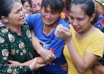 Separated mother and daughter in Vietnam reunite after 24 years thanks to Facebook