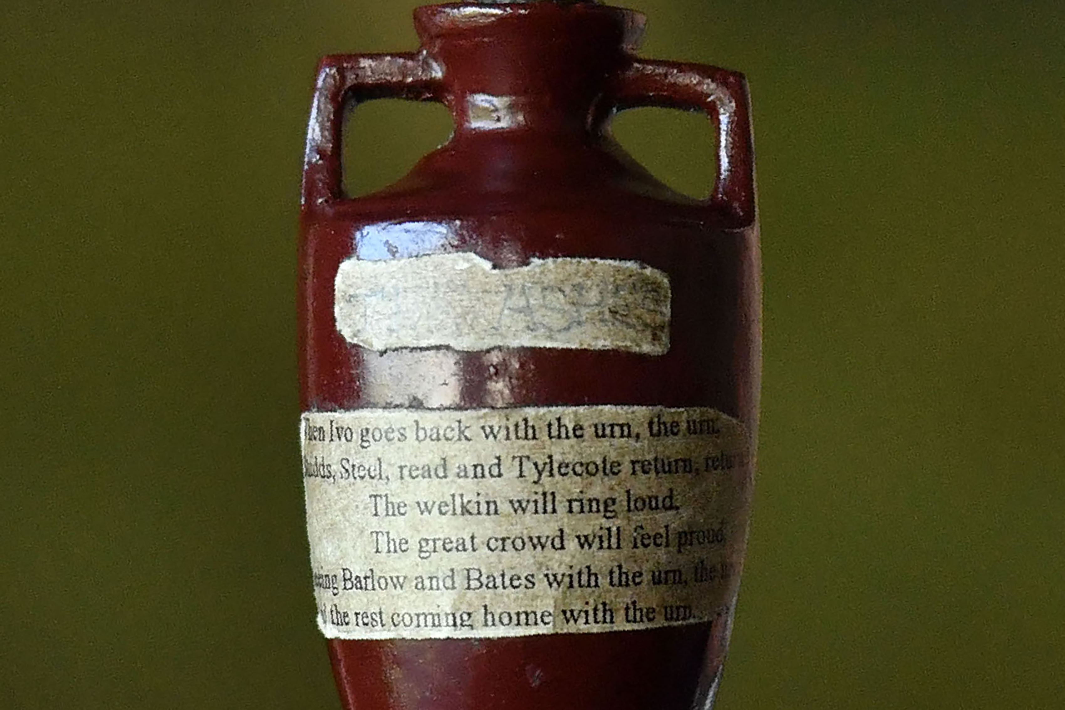 England will look to win the Ashes urn back from Australia