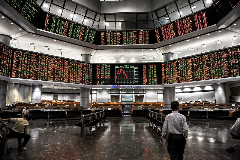 Market breadth was negative with losers edging past gainers 175 to 160, while 309 counters were unchanged, 1,599 untraded and 18 others suspended. — Bernama pic