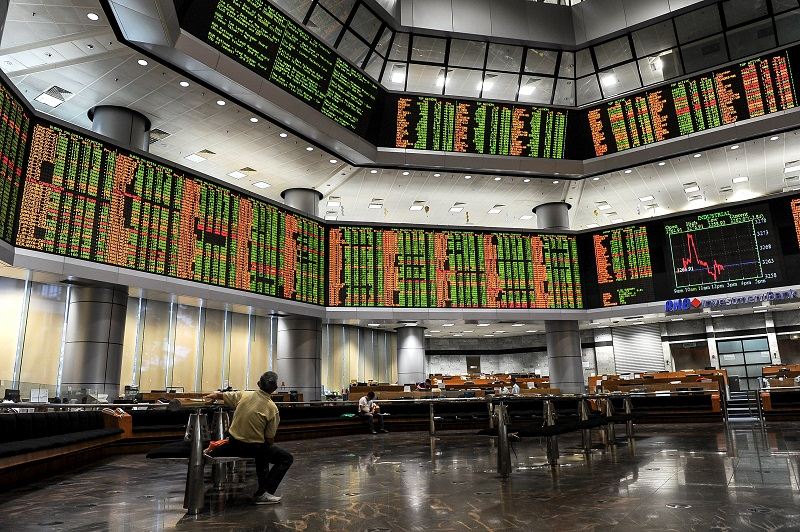 Market breadth was positive as gainers outnumbered decliners 257 to 222, while 346 counters were unchanged, 1,454 untraded and 18 others suspended. — Bernama pic