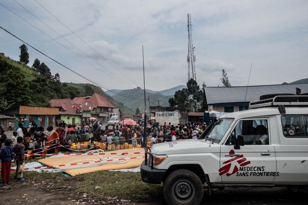 Doctors Without Borders (MSF) team members distribute water to displaced Congolese in Sake, Democratic Republic of Congo May 28, 2021. — Medecins Sans Fronti
