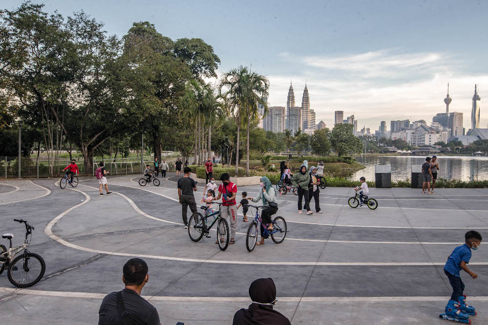 People are seen cycling and jogging at Taman Tasik Titiwangsa during Phase Two of the National Recovery Plan in Kuala Lumpur September 10, 2021. — Picture by Firdaus Latif